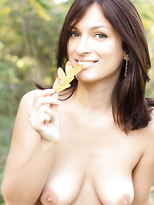 Showy Beauty  Lusy  Boobs, Breasts, Tits, Outdoor